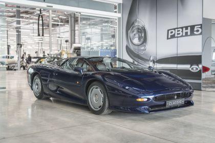 1992 Jaguar XJ220 13