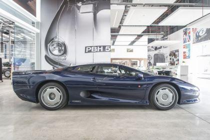 1992 Jaguar XJ220 14