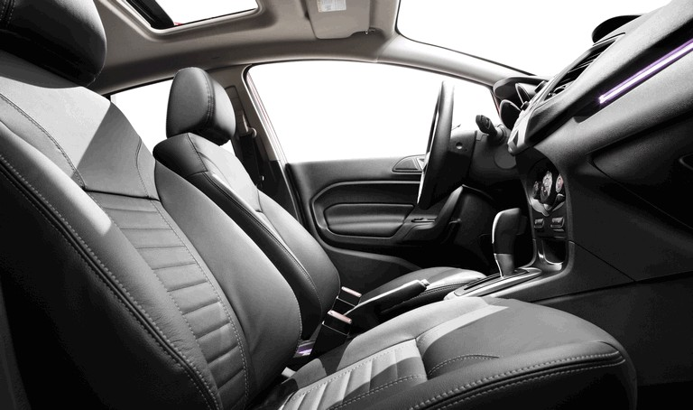 2014 Ford Fiesta 4-door - USA version 366723