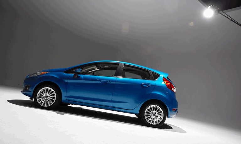 2014 Ford Fiesta 5-door - USA version 366823