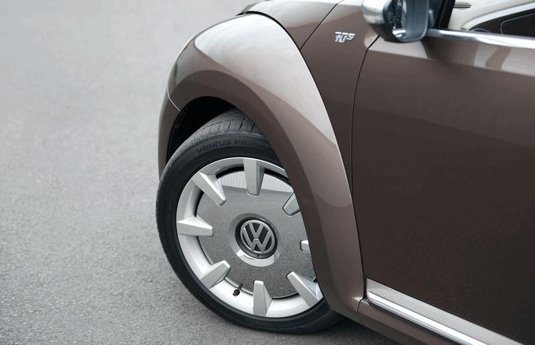 2013 Volkswagen Beetle cabriolet 70s edition - UK version 383678