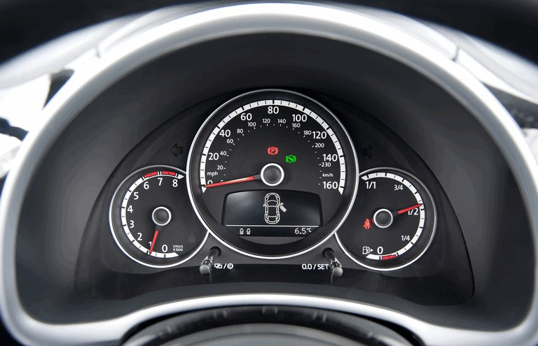2013 Volkswagen Beetle cabriolet sport - UK version 383698