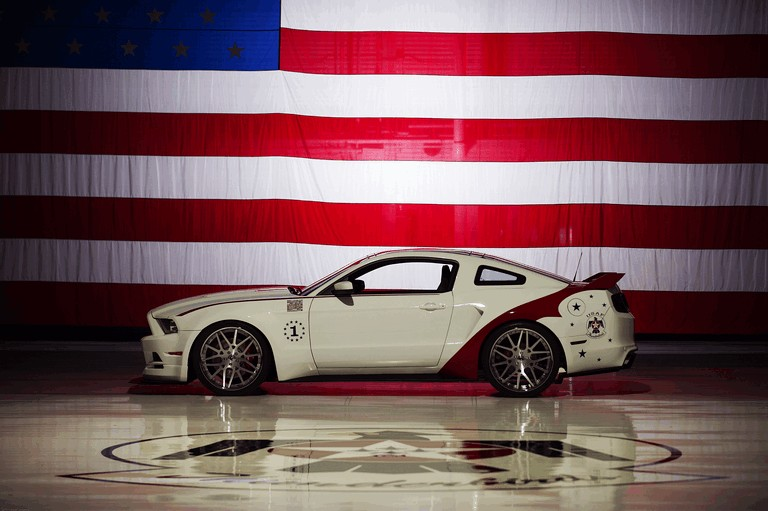 2013 Ford Mustang GT - U.S. Air Force Thunderbirds edition 390455