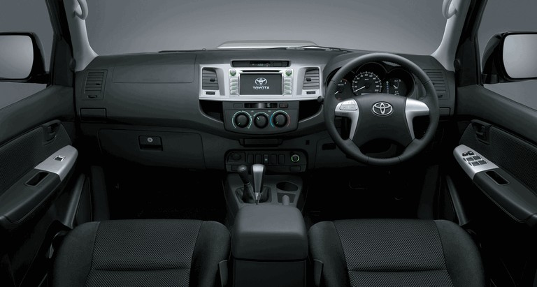 2013 Toyota Hilux Invincible 394651