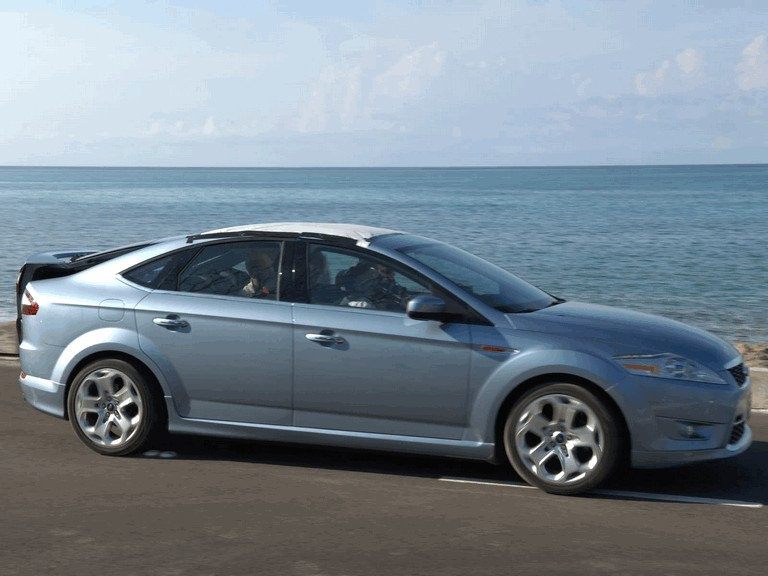 2007 Ford Mondeo in James Bond 007 - Casino Royale 220221