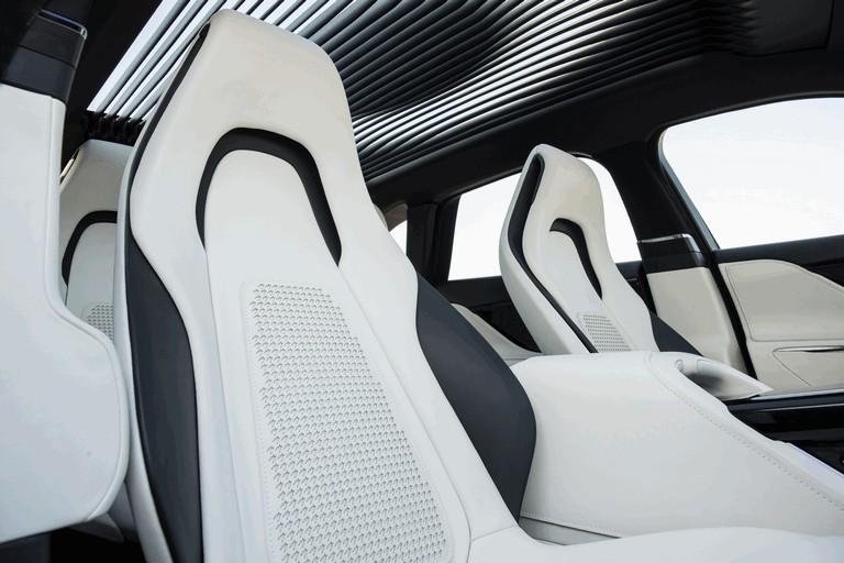 2013 Jaguar C-X17 - Dubai unveiling 402573