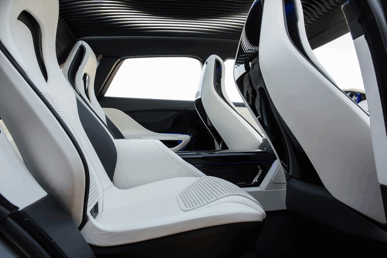 2013 Jaguar C-X17 - Dubai unveiling 402574