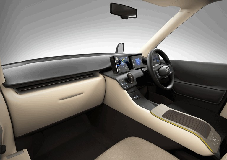 2013 Toyota JPN Taxi concept 404711