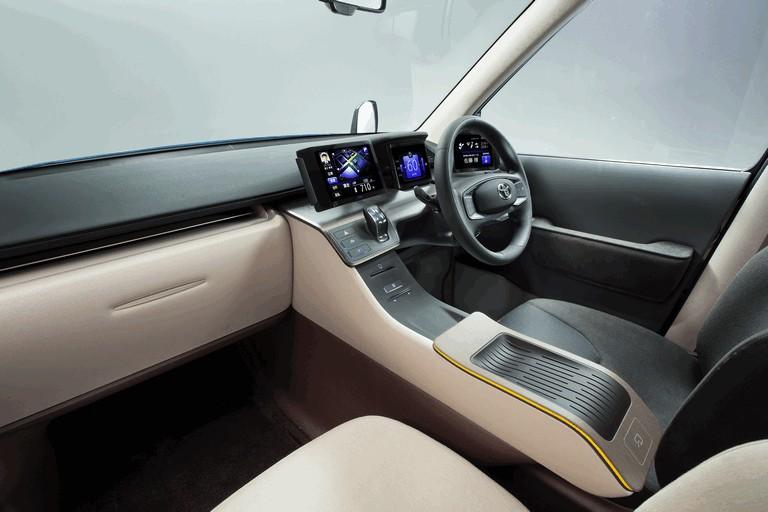 2013 Toyota JPN Taxi concept 404712