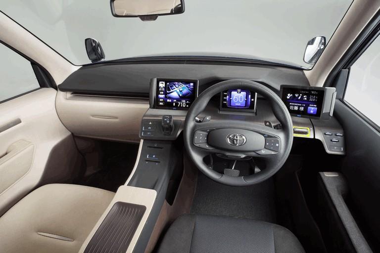 2013 Toyota JPN Taxi concept 404717