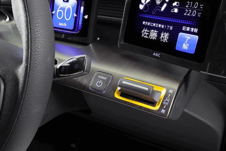 2013 Toyota JPN Taxi concept 404718