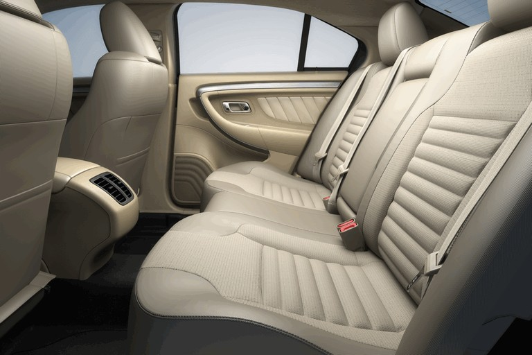 2015 Ford Taurus SHO 416539
