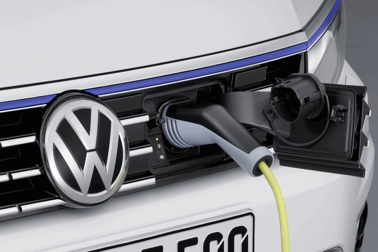 2014 Volkswagen Passat GTE 418990