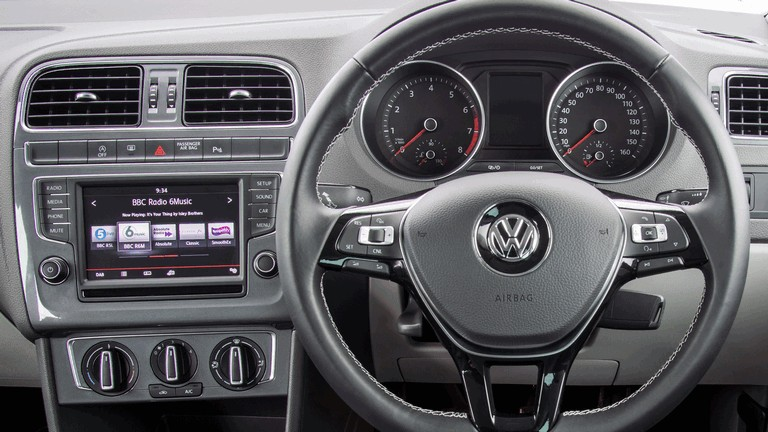 2015 Volkswagen Polo SE Design - UK version 427003