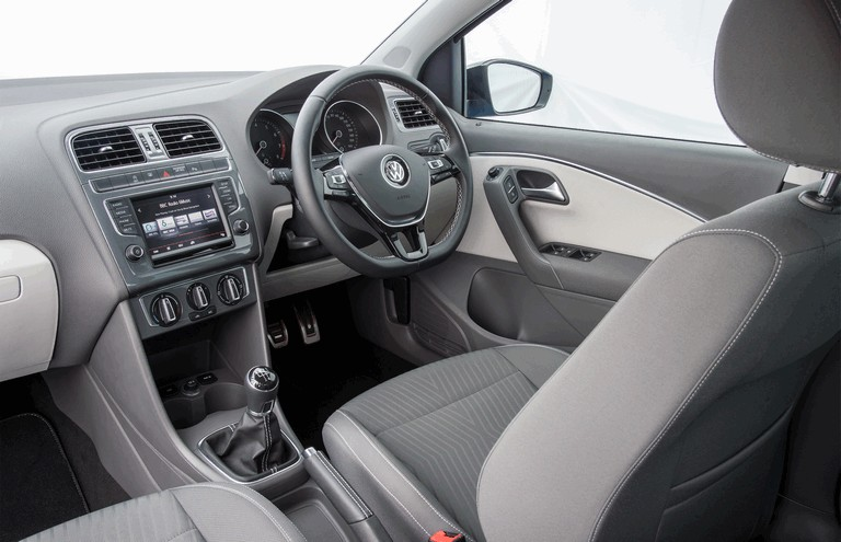2015 Volkswagen Polo SE Design - UK version 427005