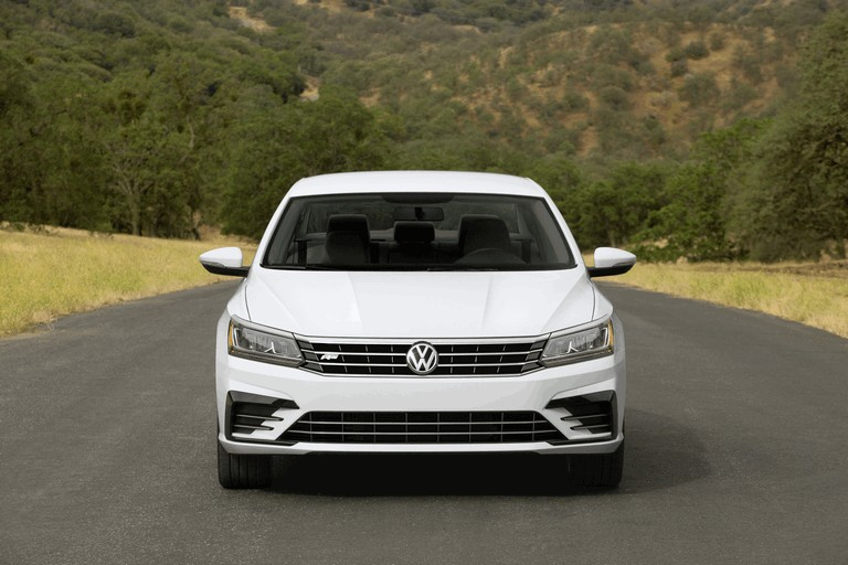 2016 Volkswagen Passat - USA version 435749
