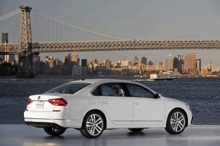 2016 Volkswagen Passat - USA version 435759