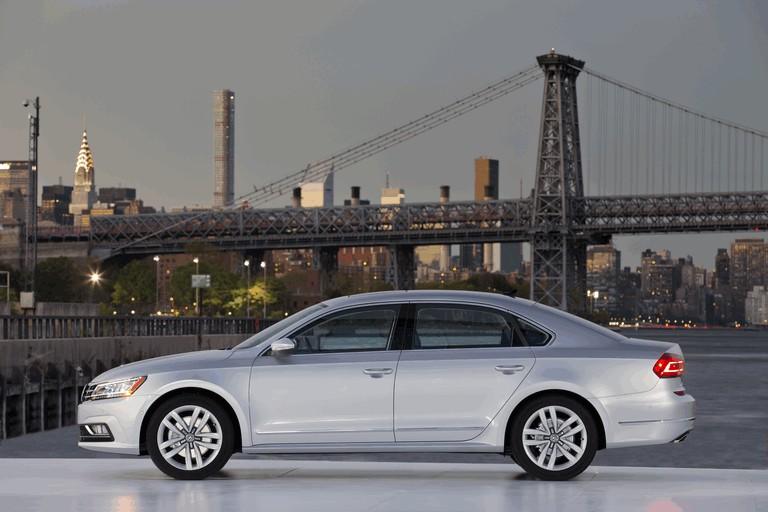 2016 Volkswagen Passat - USA version 435761