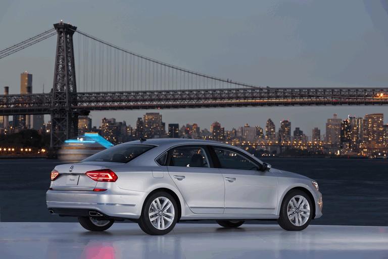 2016 Volkswagen Passat - USA version 435763
