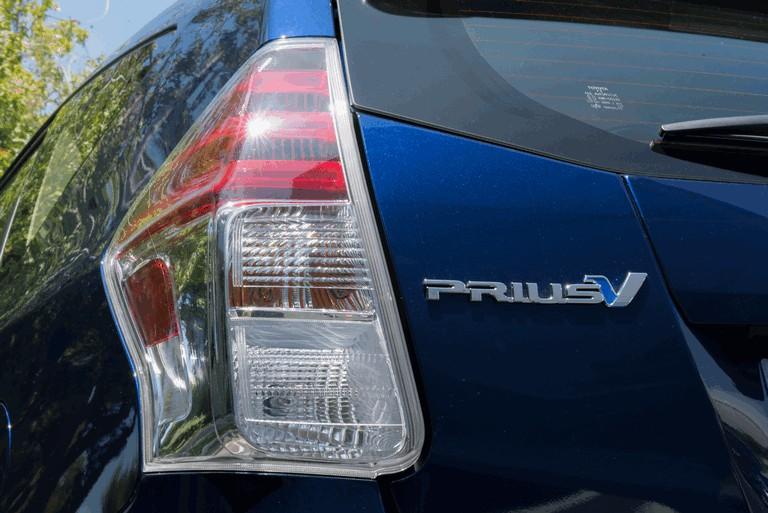 2016 Toyota Prius v 437278