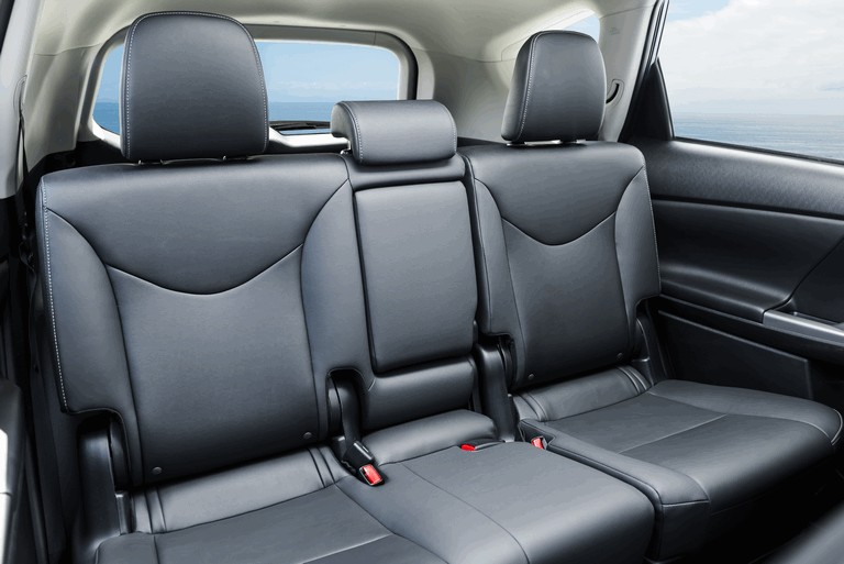 2016 Toyota Prius v 437285
