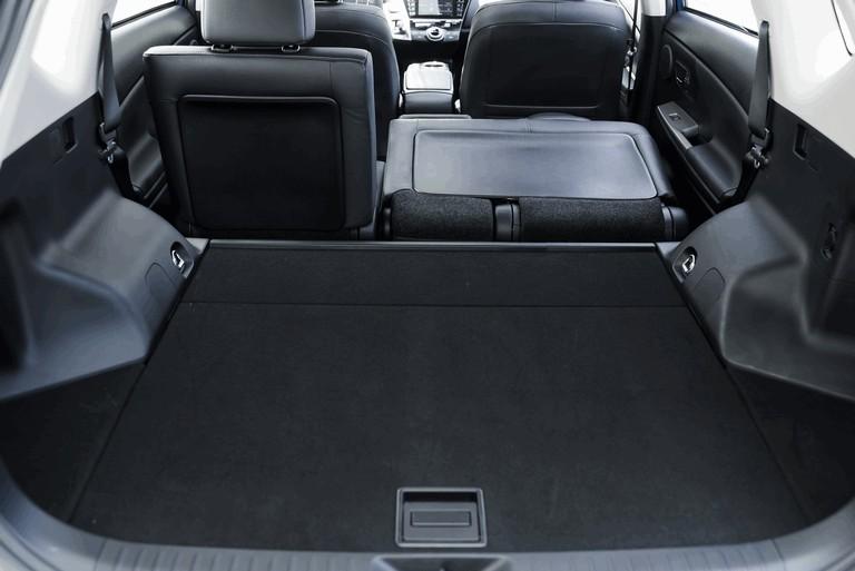 2016 Toyota Prius v 437289