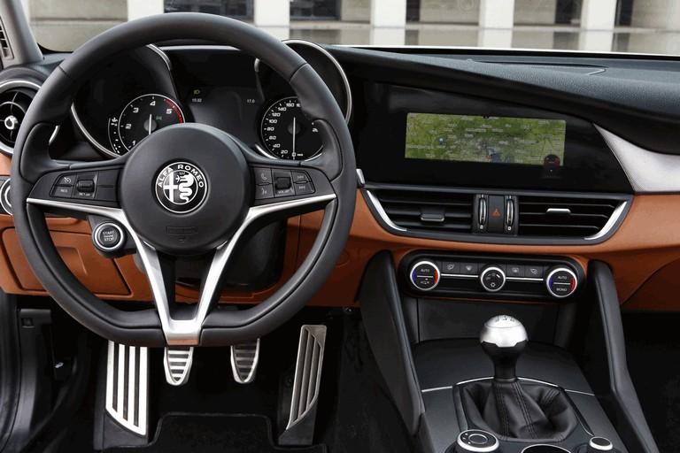 2016 Alfa Romeo Giulia 445648