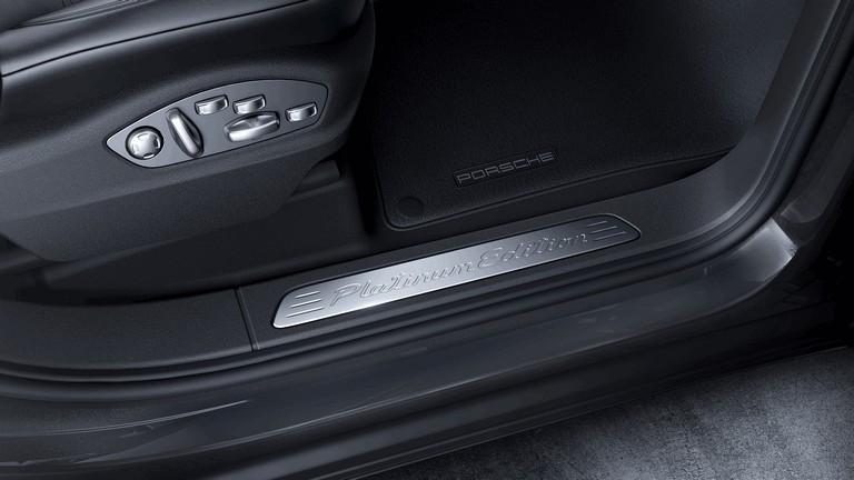 2016 Porsche Cayenne Platinum Edition 444931