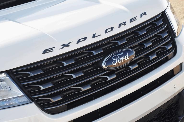 2017 Ford Explorer XLT Sport 450338