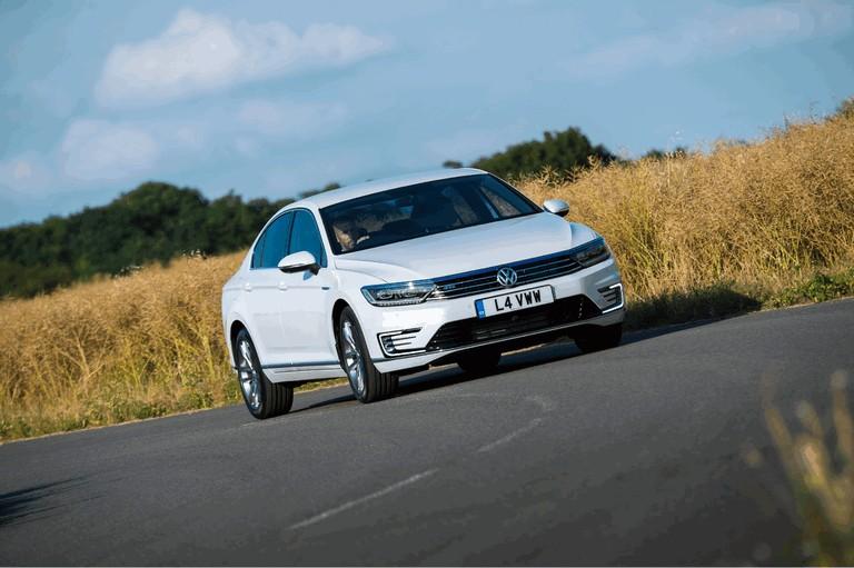 2017 Volkswagen Passat GTE - UK version 450351