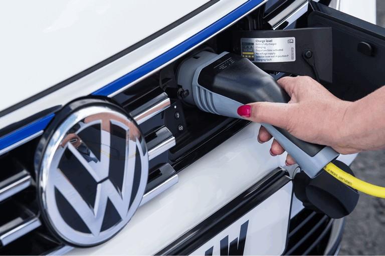 2017 Volkswagen Passat GTE - UK version 450358