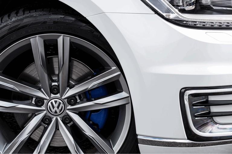 2017 Volkswagen Passat GTE - UK version 450359