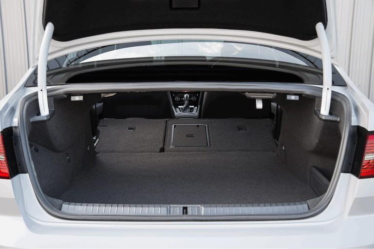 2017 Volkswagen Passat GTE - UK version 450371