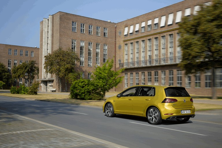 2017 Volkswagen Golf ( VII ) TSI 484190