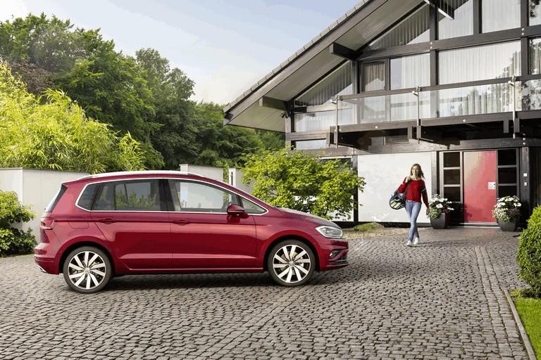 2017 Volkswagen Golf Sportsvan 465542