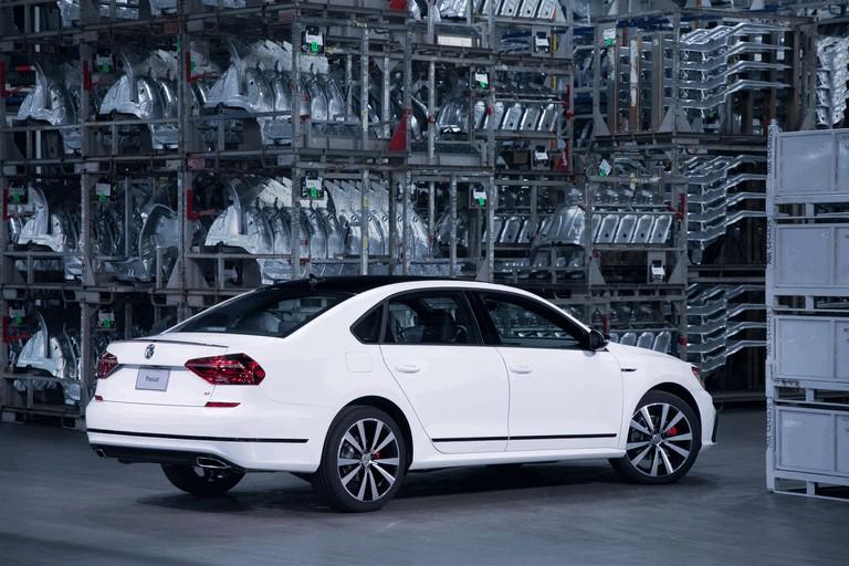 2018 Volkswagen Passat GT - USA version 470389