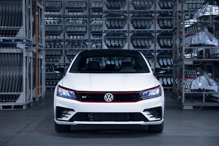 2018 Volkswagen Passat GT - USA version 470390