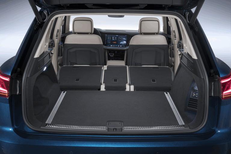 2018 Volkswagen Touareg 480356