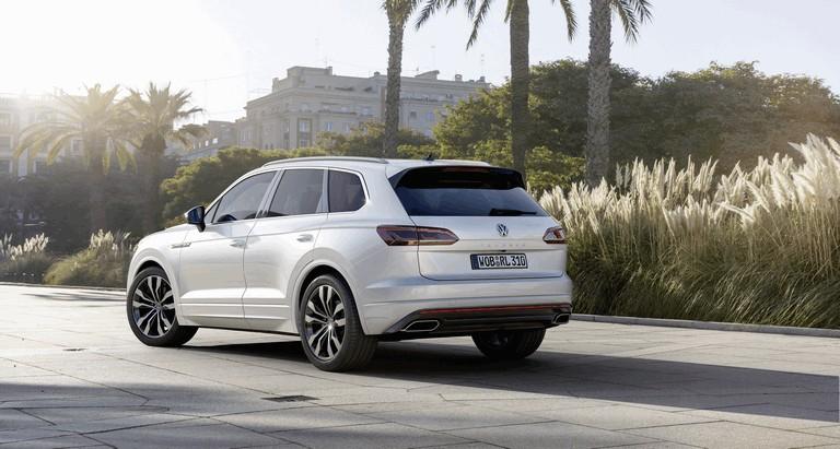 2018 Volkswagen Touareg 480359