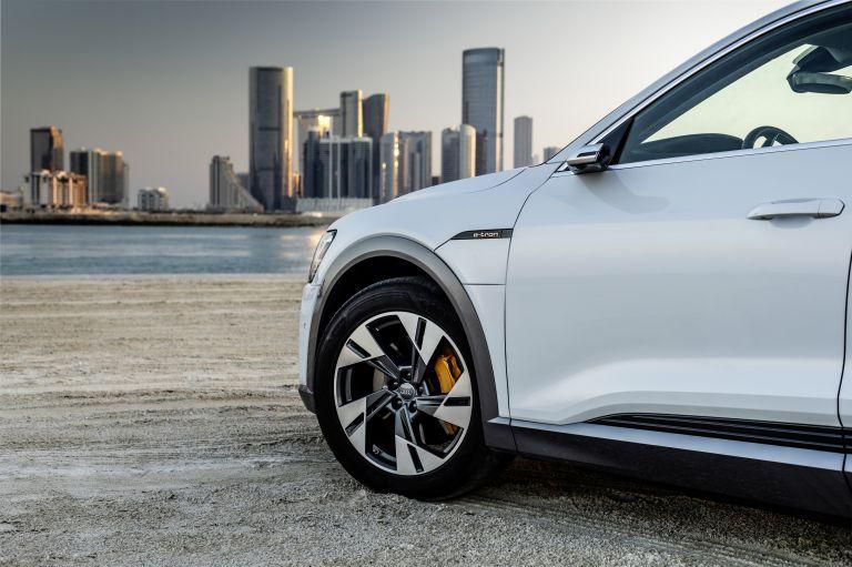 2019 Audi e-Tron 525128