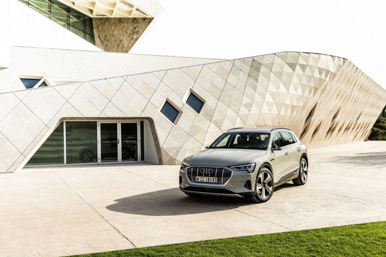 2019 Audi e-Tron 525210