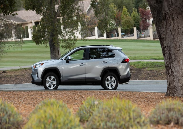 2019 Toyota RAV4 XLE FWD - Silver sky metallic 520793
