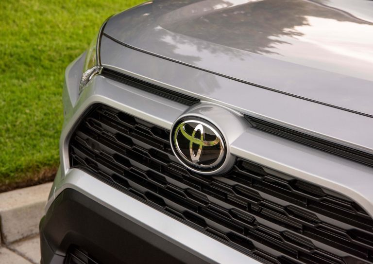 2019 Toyota RAV4 XLE FWD - Silver sky metallic 520800