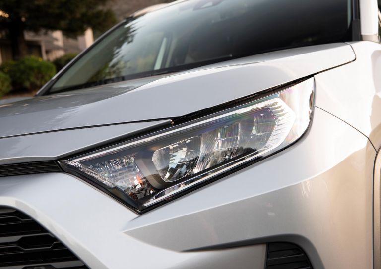 2019 Toyota RAV4 XLE FWD - Silver sky metallic 520801
