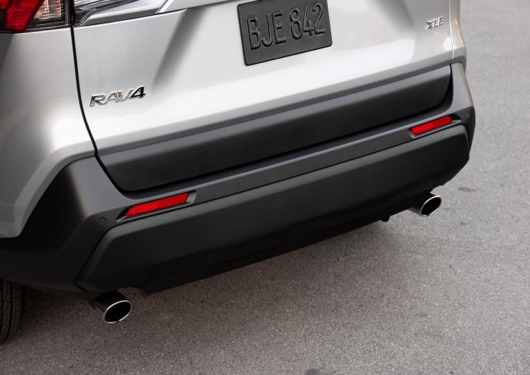 2019 Toyota RAV4 XLE FWD - Silver sky metallic 520806