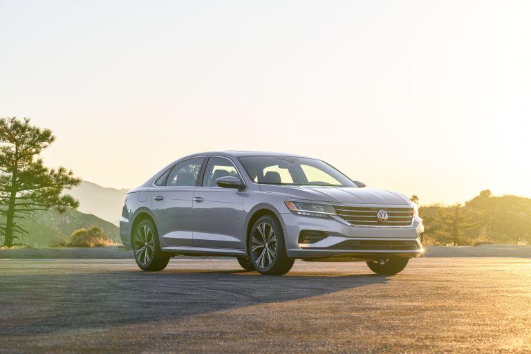 2020 Volkswagen Passat - USA version 569745