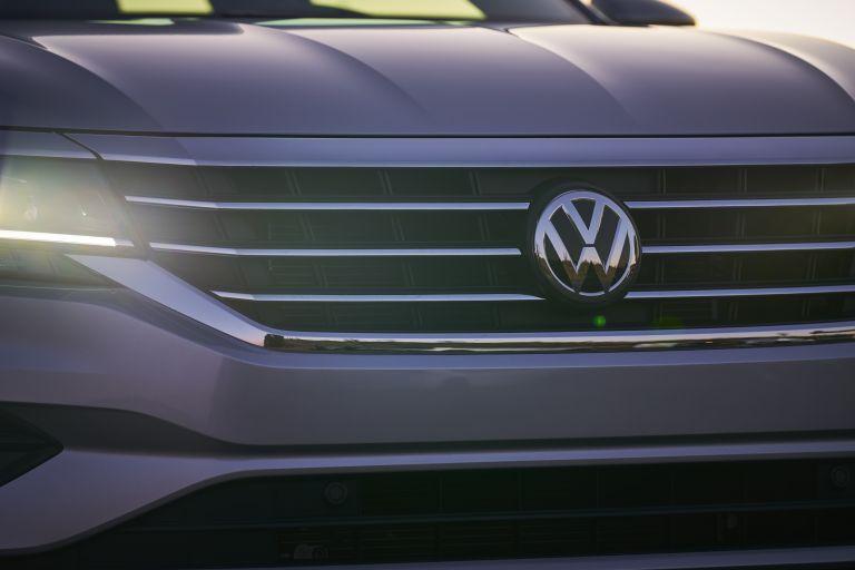 2020 Volkswagen Passat - USA version 569762