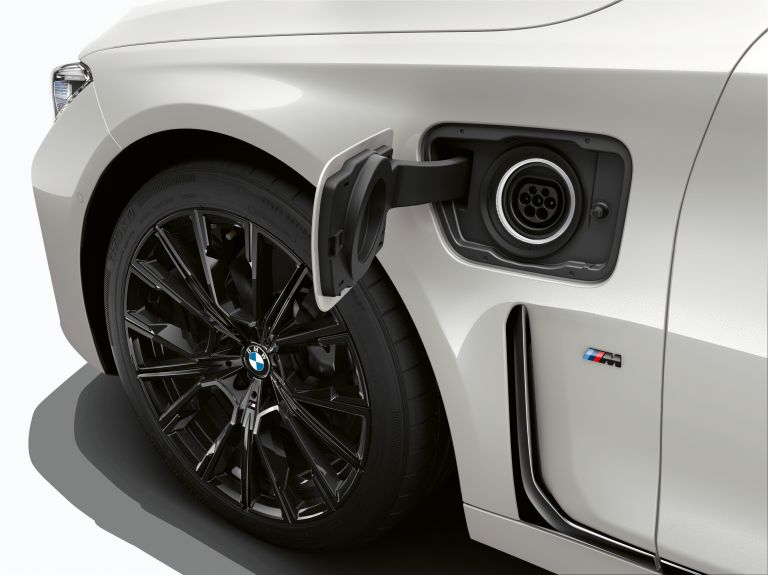 2019 BMW 745e 535619