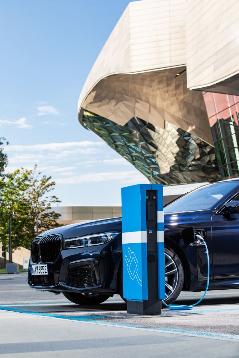 2019 BMW 745e 595298