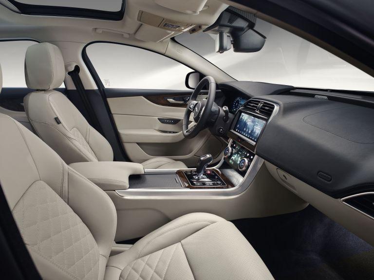 2020 Jaguar XE 538219